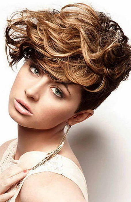 30 Easy Hairstyles for Short Curly Hair - Love Casual Style